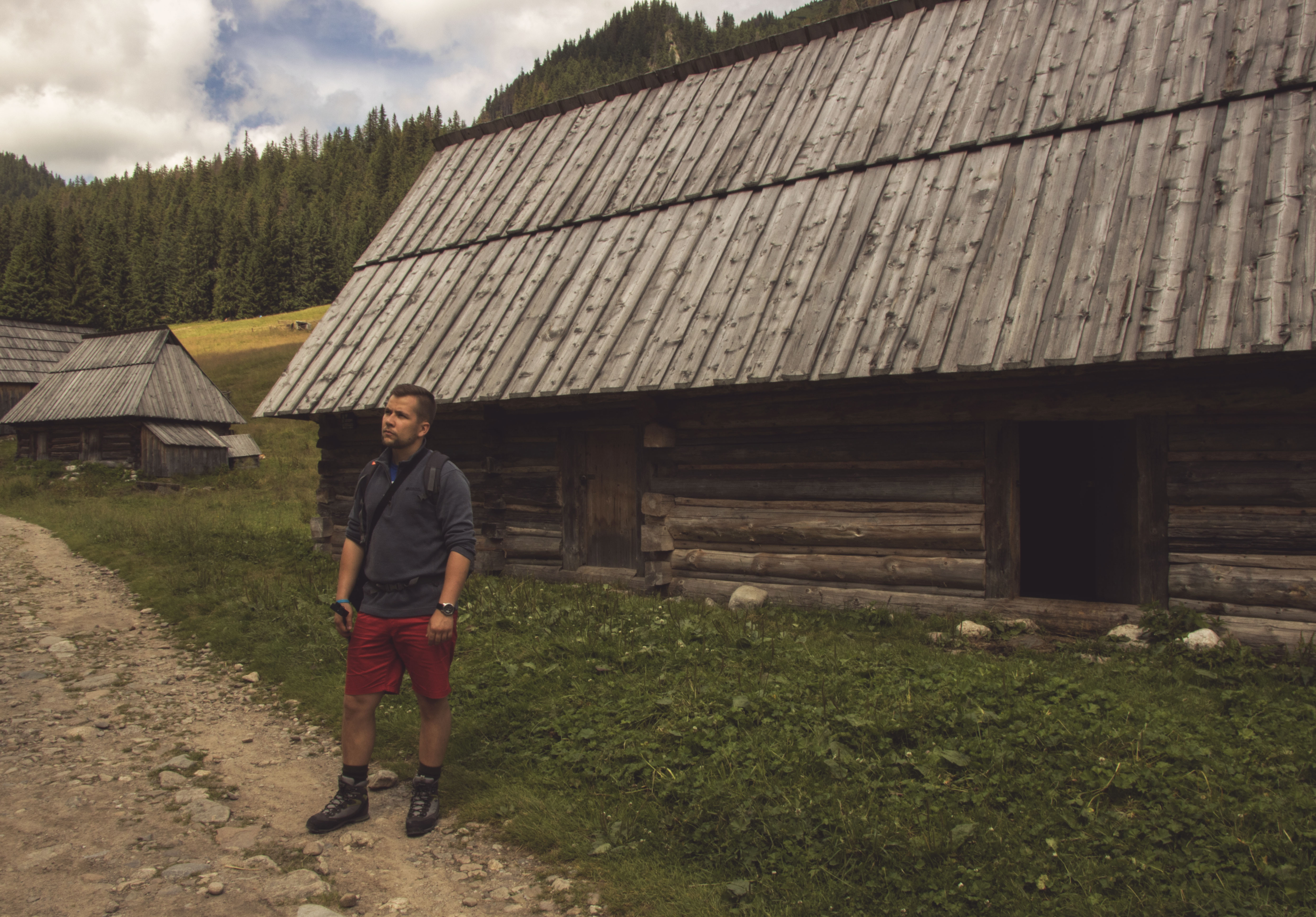 Opuszczone chaty pasterskie.
